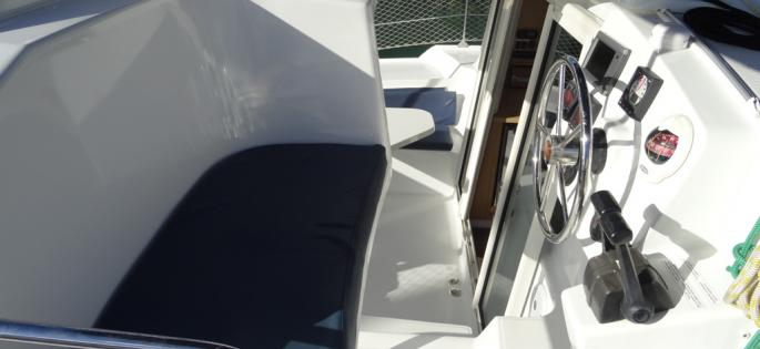 Fountaine-Pajot Mahé 36 Evolution poste de barre
