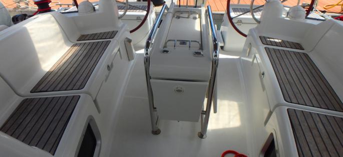 Sun Odyssey 409 cockpit