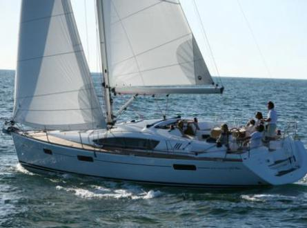 Sun Oyssey 42 DS at sea