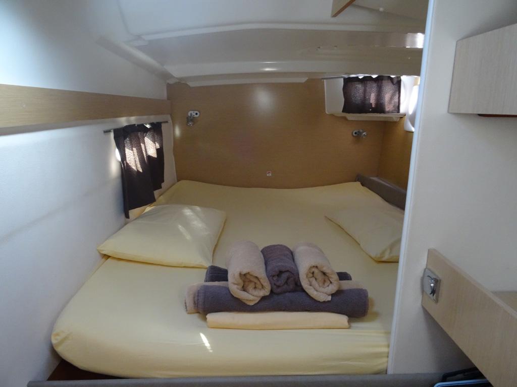 Fountaine-Pajot Mahé 36 evolution cabine tribord arrière