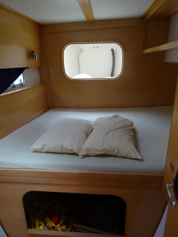 Nautitech 442 Cabine avant babord + pointe avant : accessible par pont ou cabine double avant